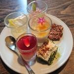 石の蔵 - 甘味(プチケーキ、プチプリン、ババロア等、ビュッフェスタイルです)