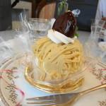 15307282 - こちらは和栗のモンブラン。この他、イタリアの栗を使ったモンブランもありました。
