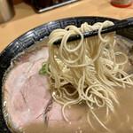 博多ラーメン 和 - 麺アップ