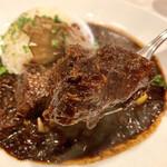 ビストロ ピック ドール - 頬肉はスプーンで崩れるほどの柔らかさでドミグラス的な旨味。