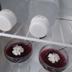慶山 - 料理写真:冷蔵庫を開けると、宿のパティシエ手作りの 葡萄ゼリーが入ってました。 さっぱりした甘さで、移動の疲れが癒されます。