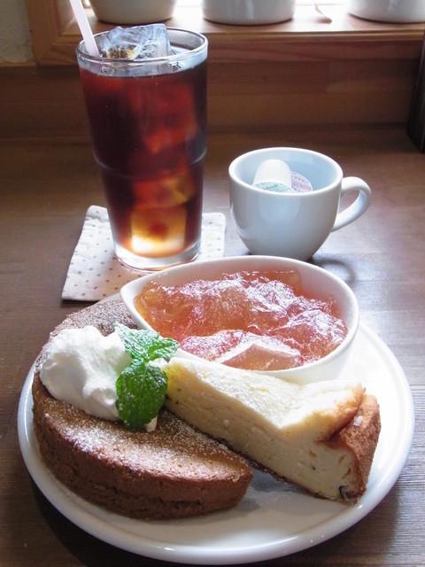 alii cafe - ご飯ランチのドリンク(アイスコーヒー)と、ランチのデザート盛り合わせ 300円