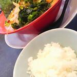 味噌屋せいべえ - 料理写真:味噌ラーメンと無料ライス