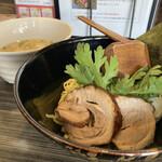 153093870 - 本丸塩つけ麺   900円                       味玉       100円