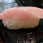 はま寿司 - 厚みもなかなかの「大とろ」です(o・∇︎・o)