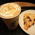 スターバックスコーヒー 多摩野猿街道店 - キャラメルモカとチョコレートスコーン