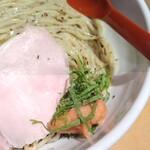 生姜醤油専門 我武者羅 - 梅生姜ボール。少しづつ崩して麺に絡ませるのが美味。
