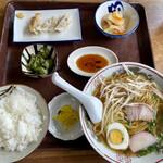 まる美食堂 - 料理写真:ラーメン定食 680円