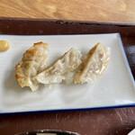 まる美食堂 - 餃子は3つ。(辛子付きがポイントアップ)