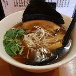 らーめん工房 麺作 - 醤油そば(750円、斜め上から)