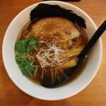 らーめん工房 麺作 - 醤油そば(750円、真上から)