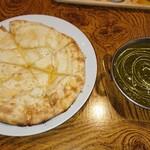 153151937 - ハニーチーズナン&ほうれん草チキン