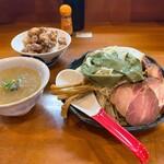 153168216 - つけ麺(大) 1150円、チャーシュー増 3枚 300円                       とりマヨ丼 250円