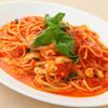 ピータース - 料理写真:モッツァレラとバジルのトマトソース