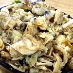 153170324 - ②あわしま丼(小) 〜サザエ、おく貝、アサリを殻からはずして身だけを生姜で煮込み、加太ワカメをのせた熱々のご飯にてんこ盛り。ここでしか食べれない贅沢な丼。