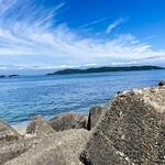 153170386 - 明石や鳴門と並んで鯛漁で有名な和歌山の加太港。地元のタクシー運転手によると、海の綺麗さでは他の鯛には負けまへんで~とのこと。確かに、真っ青な海の色は魅力的ですね。(((o(*゚▽゚*)o)))♡