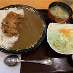 とんき - 料理写真:チキンカツカレー 850円 (サラダ付き、ご飯か味噌汁1杯お代わり可)