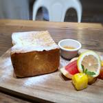 Ron Herman cafe - ◆panya芦屋の厚切りフレンチトーストセット(1100円:ドリンク付) メニューを見た印象ではお高いかなと感じたのですが、このボリュームで納得。