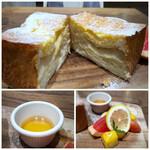 Ron Herman cafe - ◆1斤の3/2程度ありそうな食パン。panya芦屋はすぐ近くにある人気のBakery。 *半分程度まで玉子液に浸し、丁寧に焼かれています。蜂蜜をかけると美味しい。 多いので半分持ち帰りに。 *ピンクグレープ、マンゴ(冷凍)等は、いい口直しに。