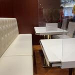 イノダコーヒ - テーブル席
