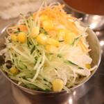 焼肉・塩ホルモン 三ちゃん - サラダ