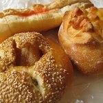 1532881 - チーズマリー189円、豚角煮パン168円、明太フランス158円