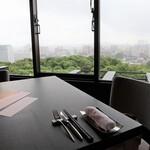 アゴーラ福岡 山の上ホテル - 雨で眺めは残念