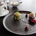 アゴーラ福岡 山の上ホテル - ドルチェ♥ピスタチオケーキ、アイス