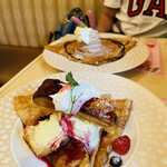 153212410 - クレープ3重層とケーキとパイと生クリームがどっさりこん♡