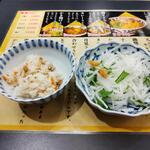 四国屋 - 大根サラダと炊き込みご飯