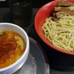 勢拉 - つけ麺(冷、中盛り)・極太黒メンマトッピング(無料券使用)・ネギ増し・一味唐辛子、ラー油いっぱい