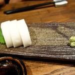 銀蕎麦國定 - 板わさ(¥600)。食べかけではないです。