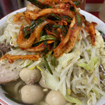 ラーメン二郎 - ラーメン(780円)+味うずら(100円)+ニラキムチ(100円)、ニンニクコール