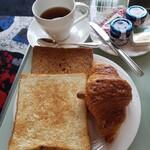 153236545 - わたしチョイスのパン ライ 全粒粉トーストクロワッサン