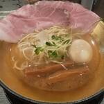 名もなきラーメン - 白ラーメン半熟煮卵トッピ