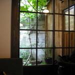 うてな喫茶店 - 中庭が見えます