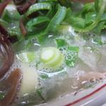 ラーメン住吉亭 - スープはいつもより少し白濁してました。