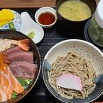 和ダイニング空海 - 料理写真:海鮮丼+ミニ蕎麦