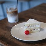 haru. - 2021年6月再訪:桃のショートケーキ & カフェラテ☆