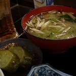 くっすー - 味噌汁と漬け物