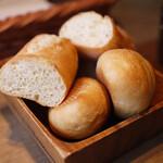 GULF's transit table - ランチメニューのパン