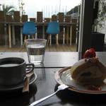 HUMMOCK Cafe - トマトベリー・ロールケーキ