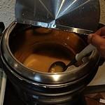 博多もつ鍋 玄海庵 - 豆腐入りの味噌汁には、ワカメと細ネギがトッピングできます