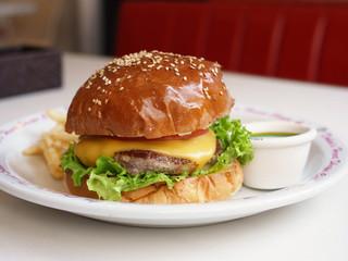 ドキンズ ハート シェイプ カフェ - ハンバーガー