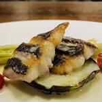 153273632 - ③ 魚                          イサキのソテー、バターソース、ナス、ベビーコーン