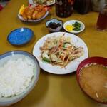 まちだ家 - 料理写真:野菜炒めとエビフライ