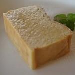 ラ・ターブル - 【デザート】琥珀糖のバナナチーズケーキ