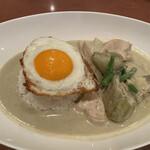 タイ料理レストランThaChang - 大きい鶏肉と茄子が印象的です。