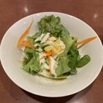 タイ料理レストランThaChang - サラダはお代わりOKで、お代わりしました。嬉しいですね。