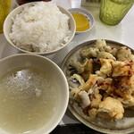 福本食堂 - 白めし大250円(汁&沢庵付き)、天ぷら一本110円(写真は7本分)